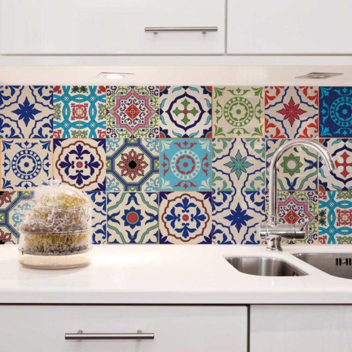 cozinha com azulejo colorido