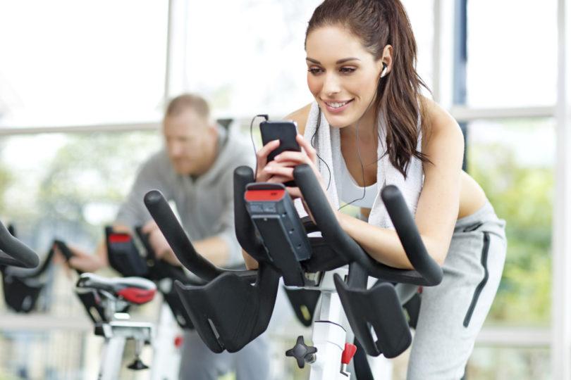 Confira os 8 melhores fones para praticar exercícios